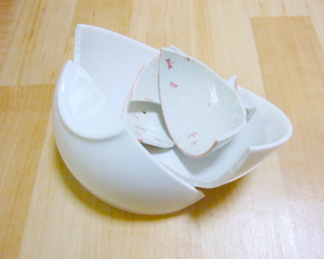 皿を割る画像